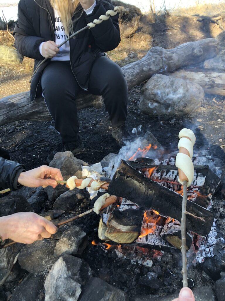 Att grilla pinnbröd får ni verkligen inte missa!