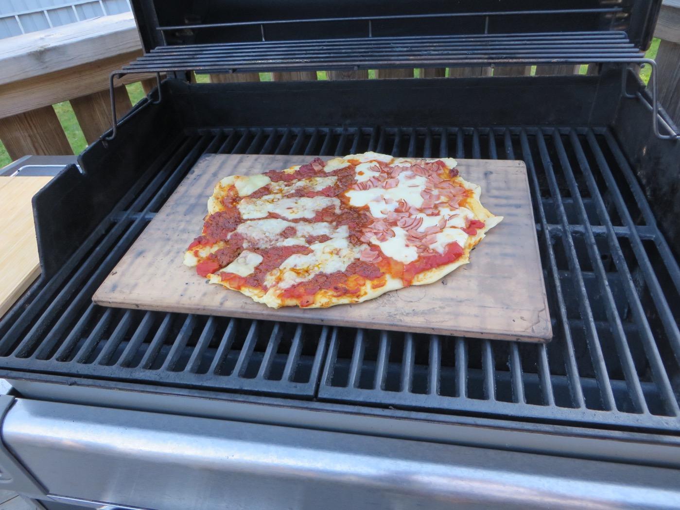Baka pizzan på grillen! | Kryddburken