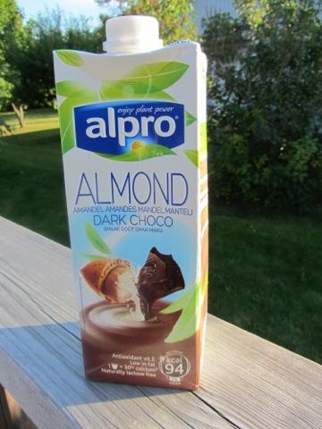 Alpros senaste nyhet - Mandelmjölk med mörk choklad