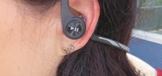 Med enkla knapptryckningar på örsnäckorna kan man styra både musik/poddar och samtal.