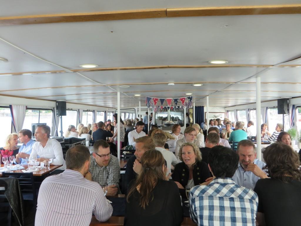 Båten var helt full med folk! Boka plats i tid.