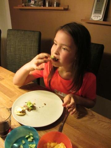 Filippa äter med lite mer finess!