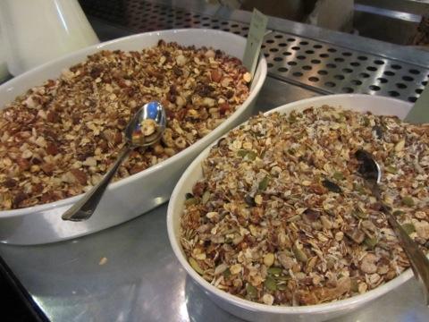 Ulrikas hemgjorda müsli, en med och en utan nötter