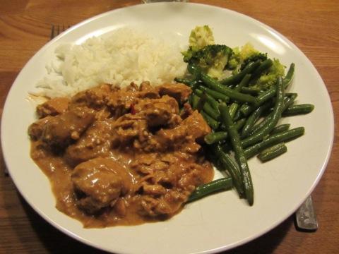 Zataikyckling med bönor och ris