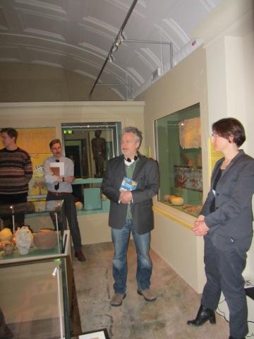 Martin Widmark, författaren till boken som audioguiden för barn spelar upp