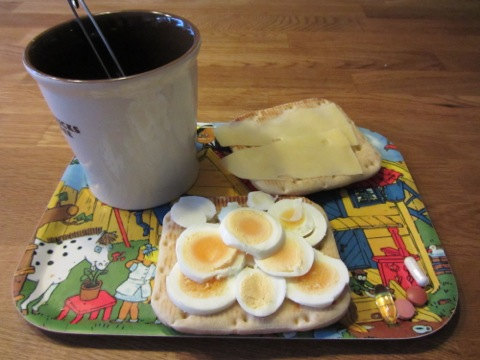 En god helgfrukost med nytt bröd