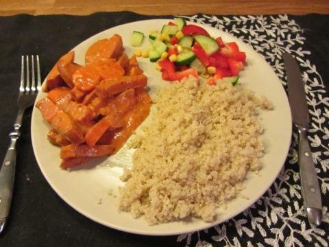 Korv i sås med quinoa och barnens favoritgrönsaker