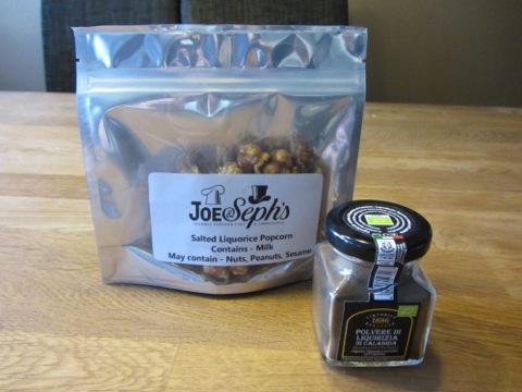 Lakritspopcorn och lakritspulver