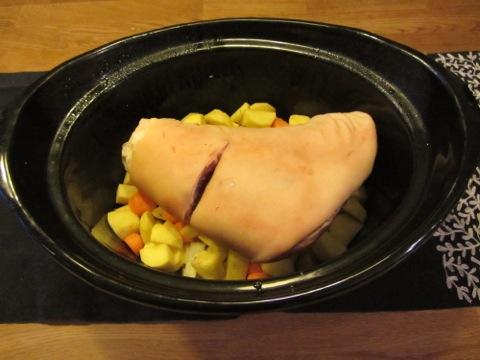 Blivande fläsklägg med rotmos i Crock-Pot