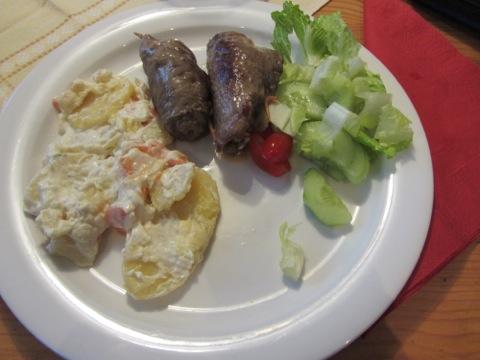 Saltimbocca, rotfruktsgratäng och grönsaker