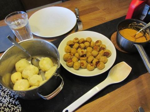 Klimatsmarta kycklingköttbullar, sås och potatis