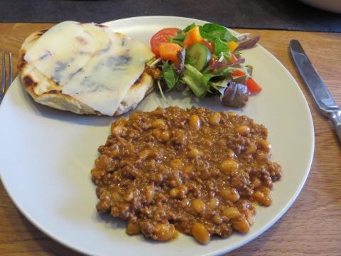 Chili con carne med hembakt naan-bröd
