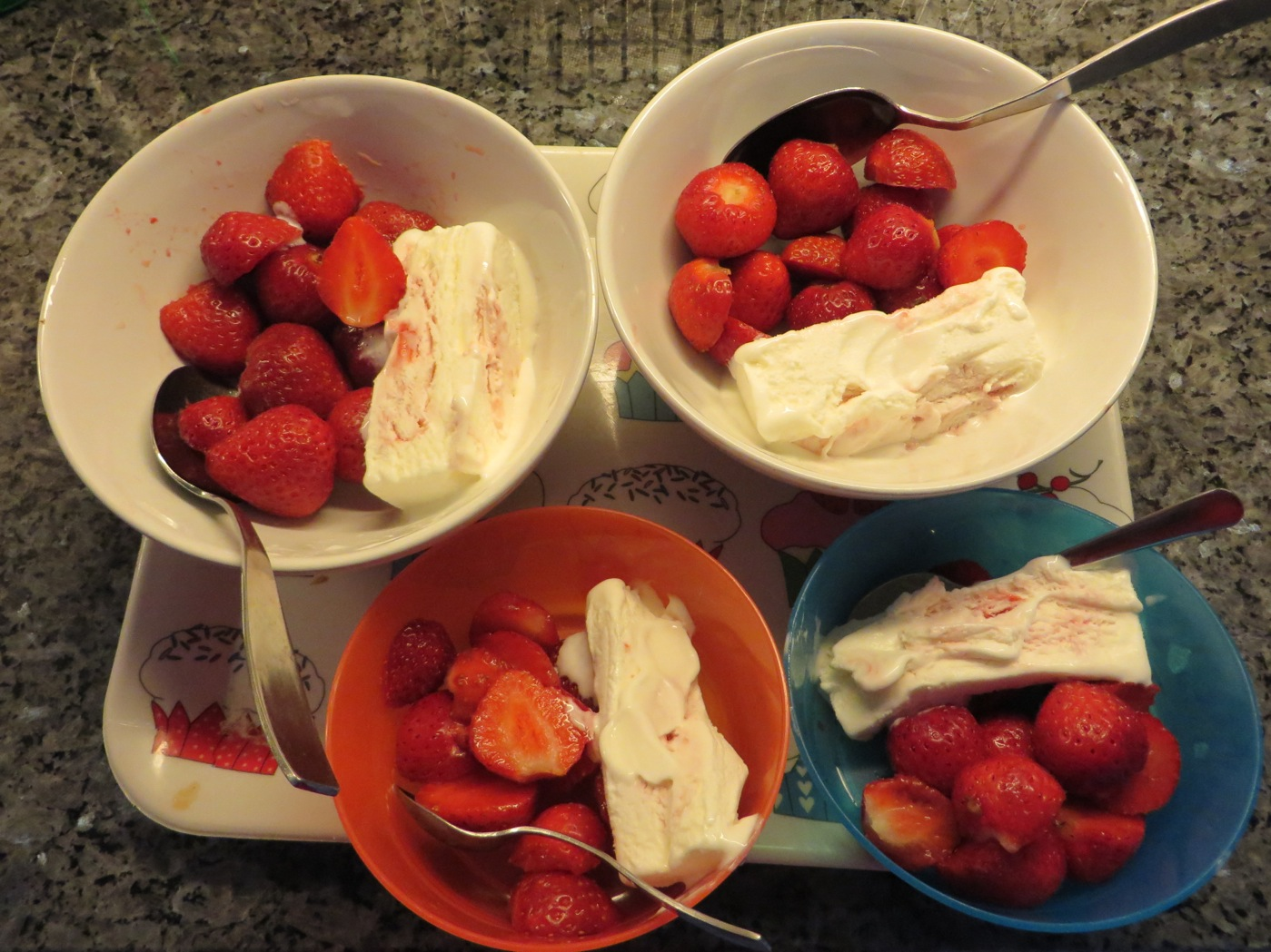 Jordgubbar och glass