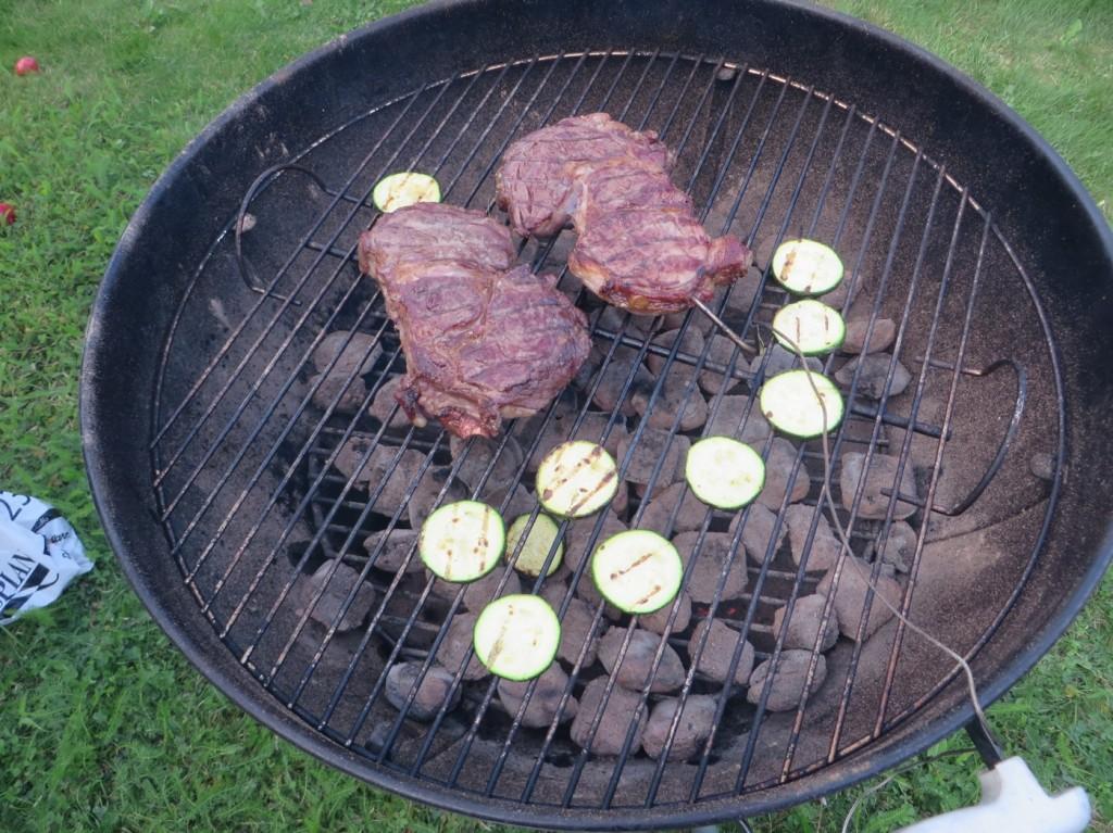 Wagyukött och squash på kolgrillen