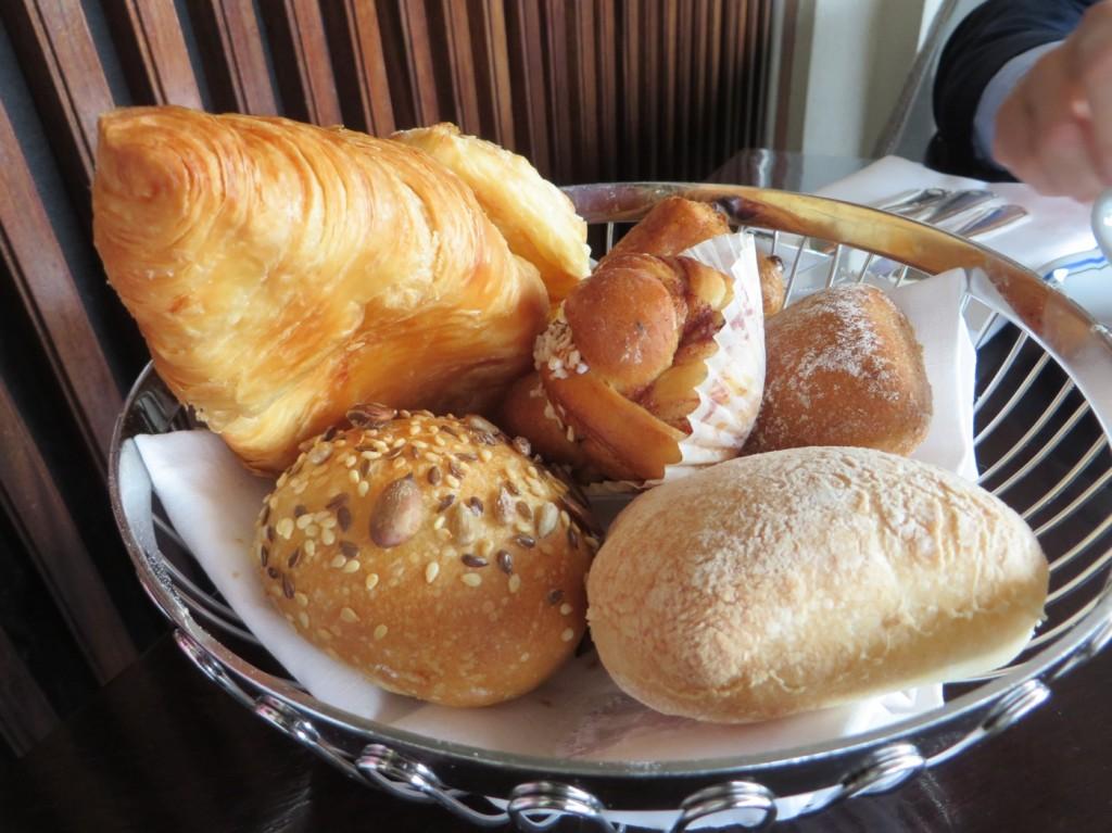 Bröd (med smör och pålägg)