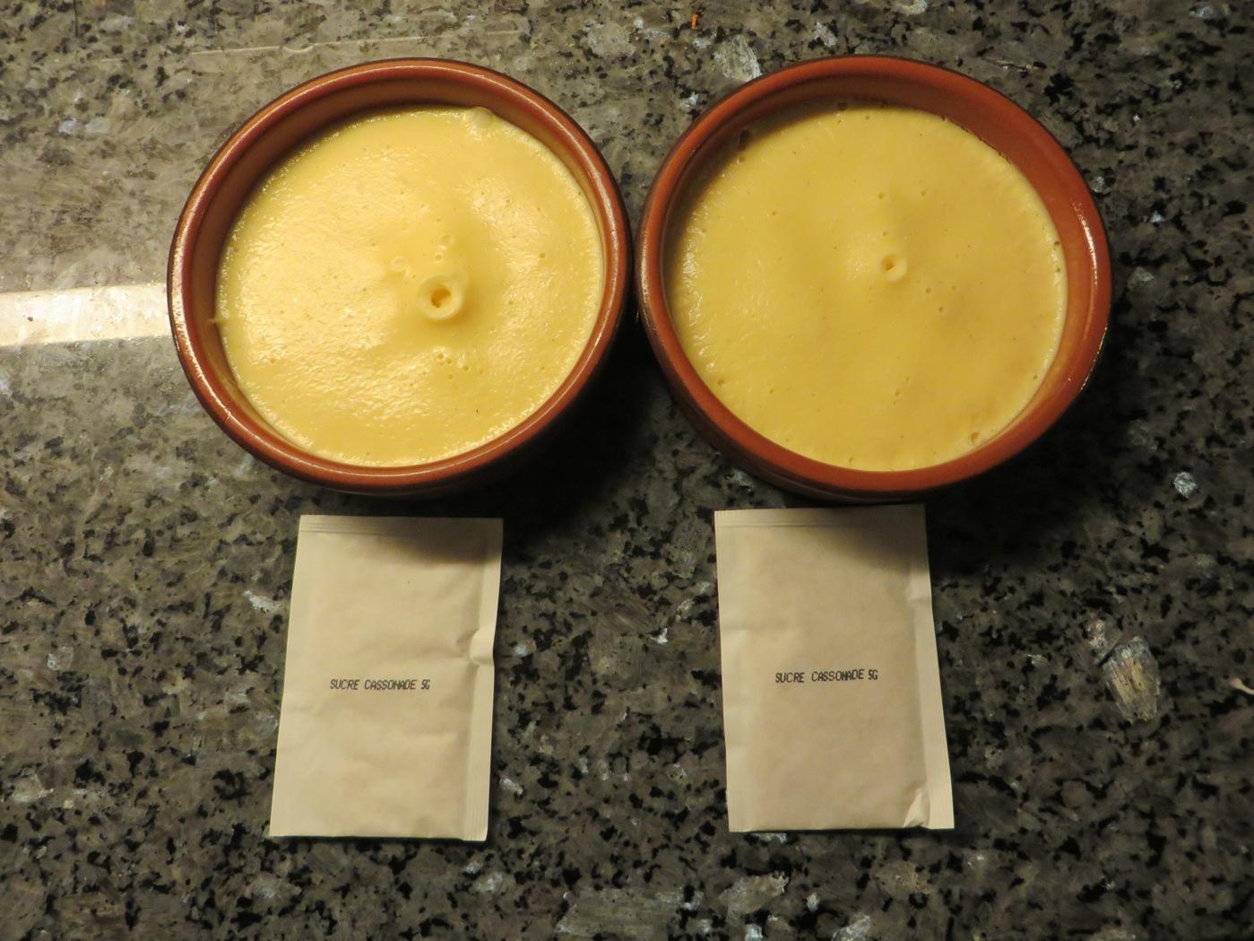 Creme brulee i fina keramikformar
