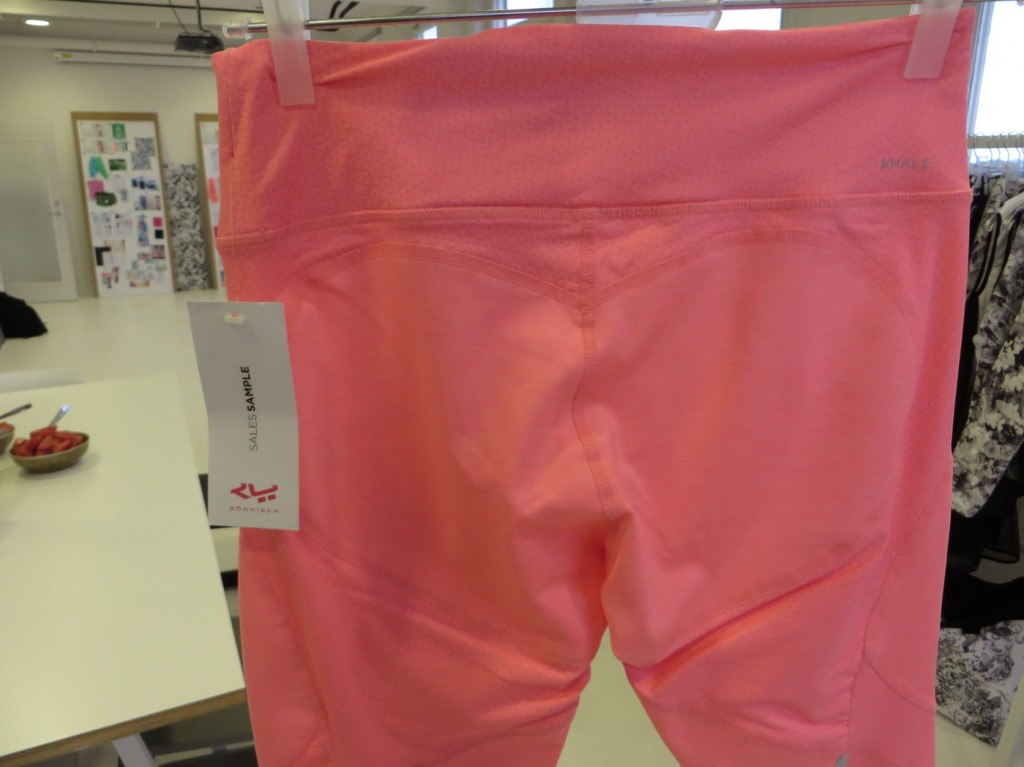 Lyft fram rumpan i nya shapetights i färgen Flamingo