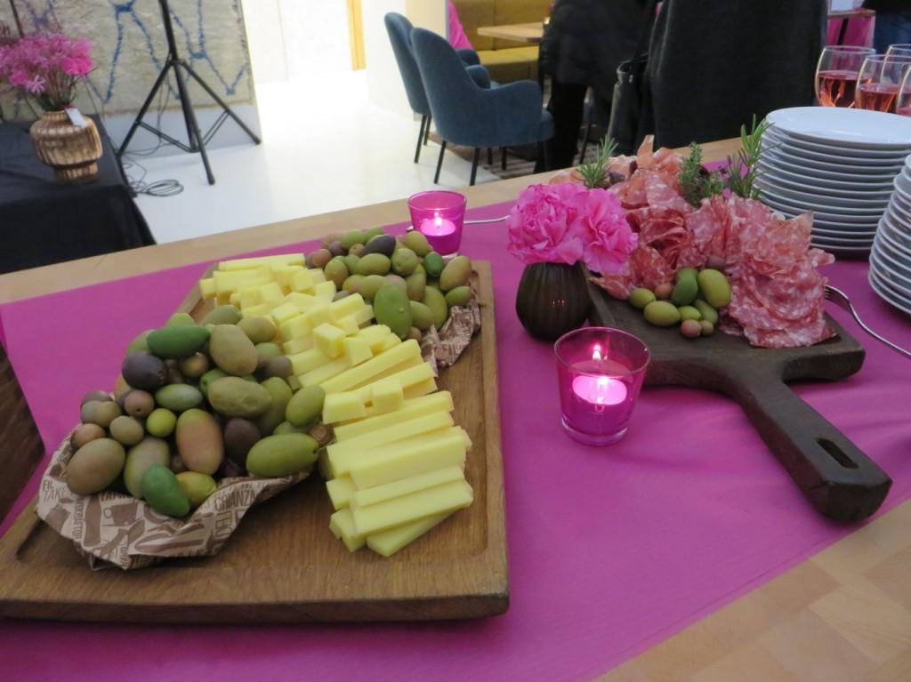 Ost, korv, skinka och oliver