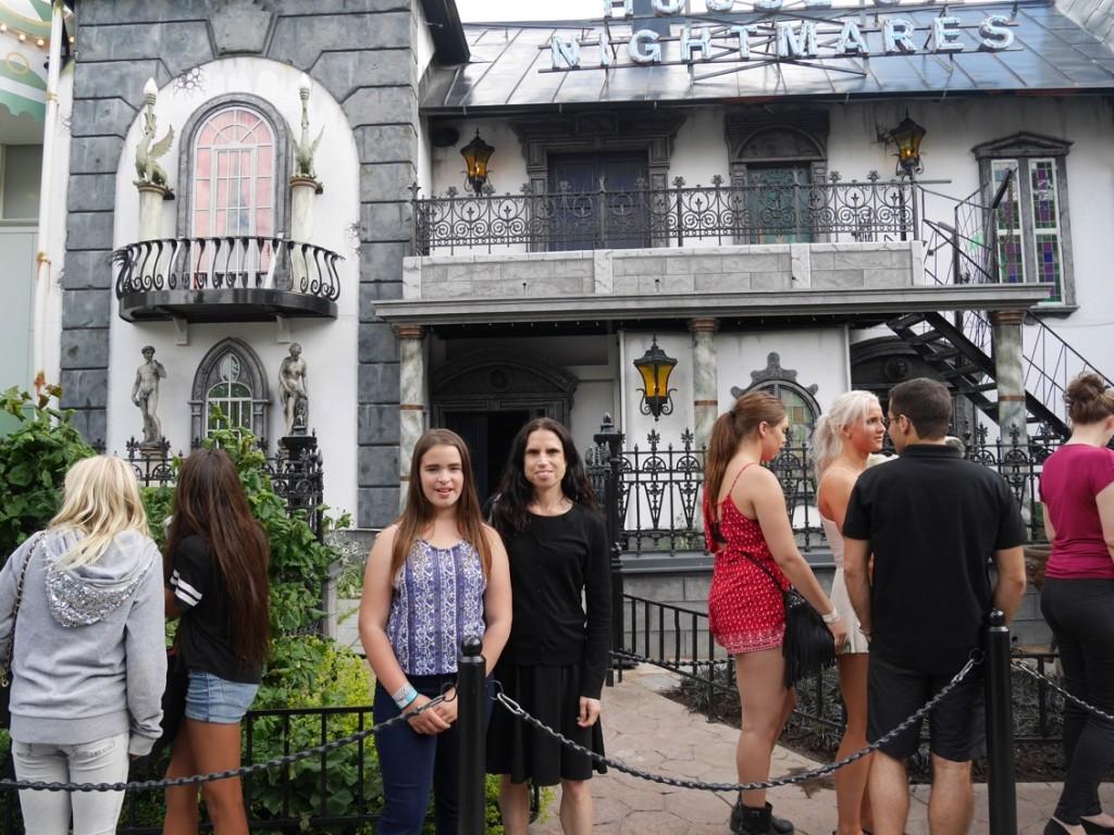 Skräckblandad förtjusning över att äntligen få gå in i House of Nightmares!