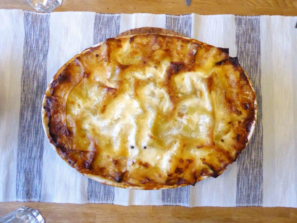 Linsröra, ostsås och pastaplattor i en salig blandning.