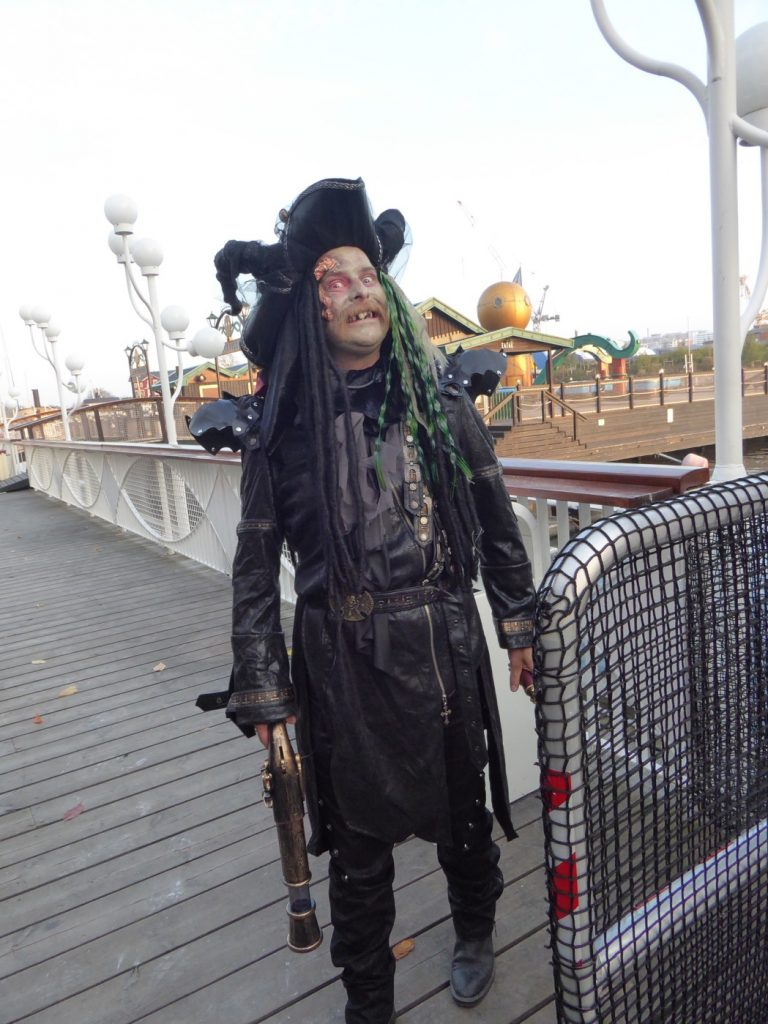 Det är tydligen den här sjömannen som har seglat Skeppet.