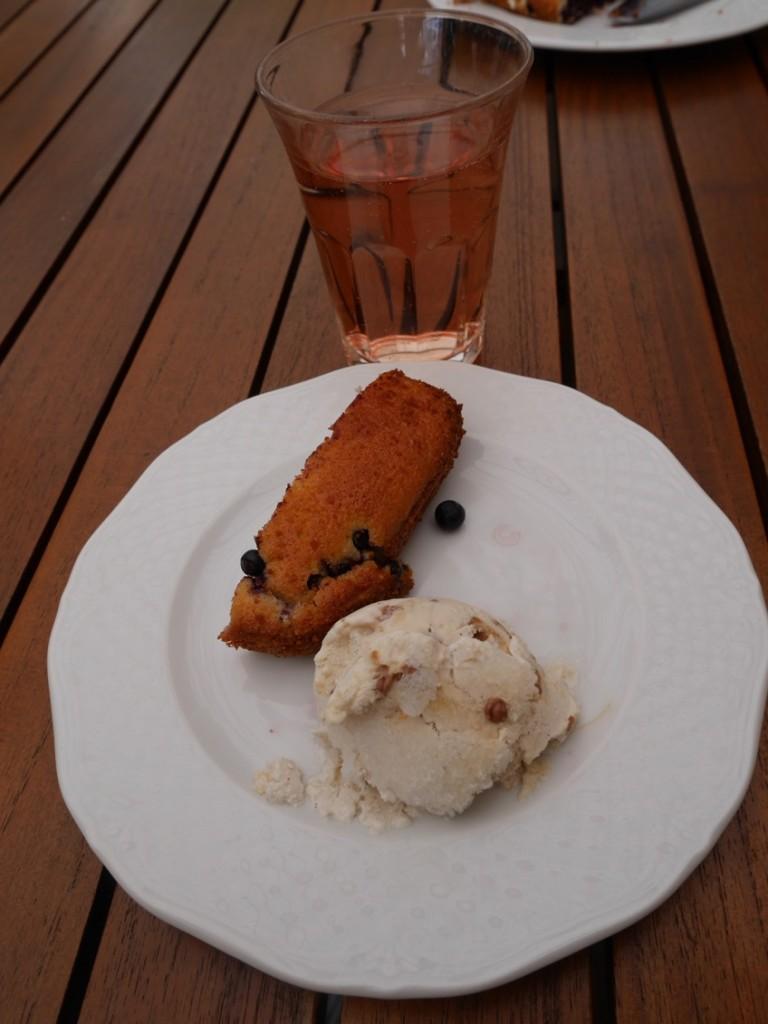 Hemgjord blåbärskaka!