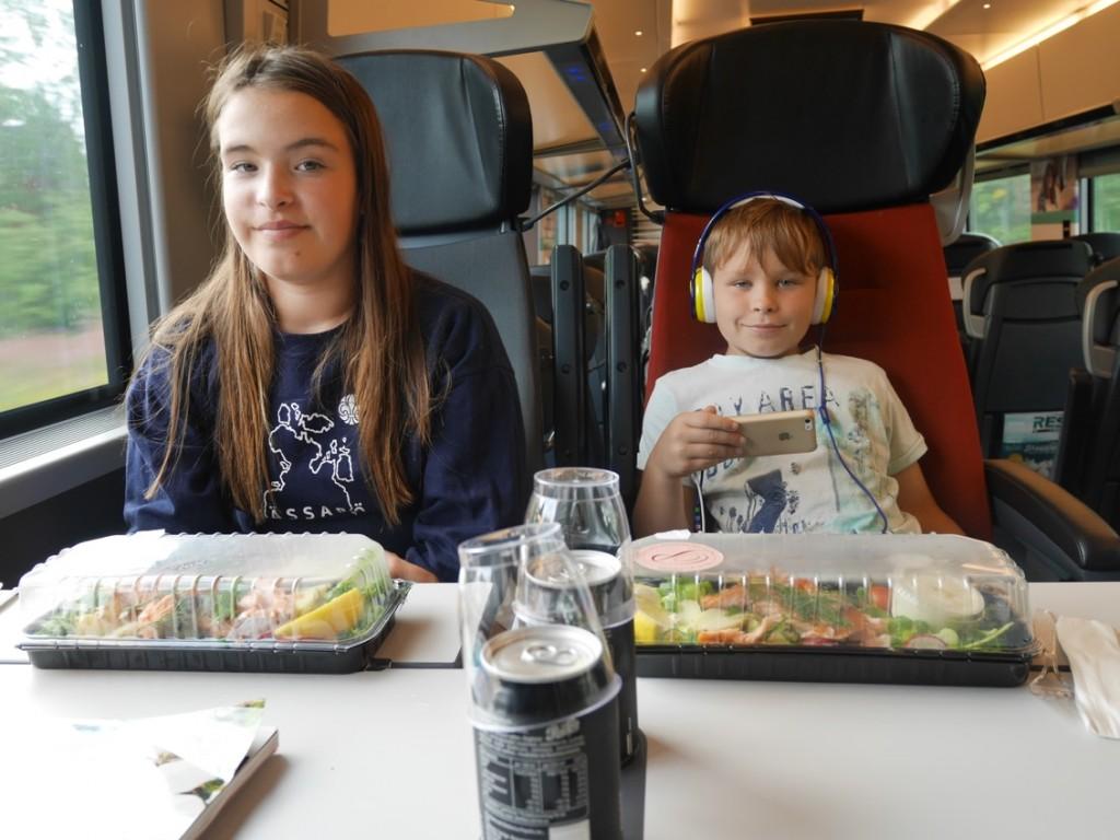 Mat och dryck ingår för resenärer i Första klass plus