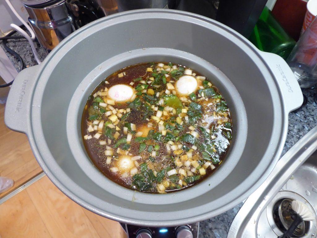 Ner med alla ingredienser till Ramensoppa med kyckling i Crock Pot
