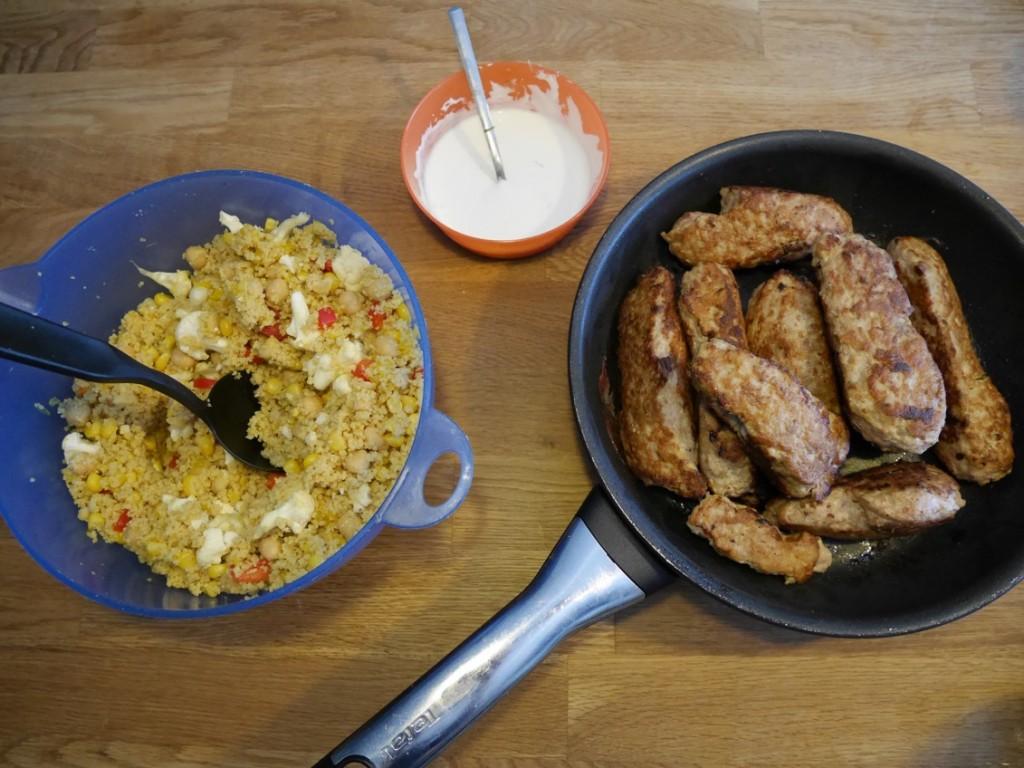 Kycklingkebabspett med fruktig couscous-sallad