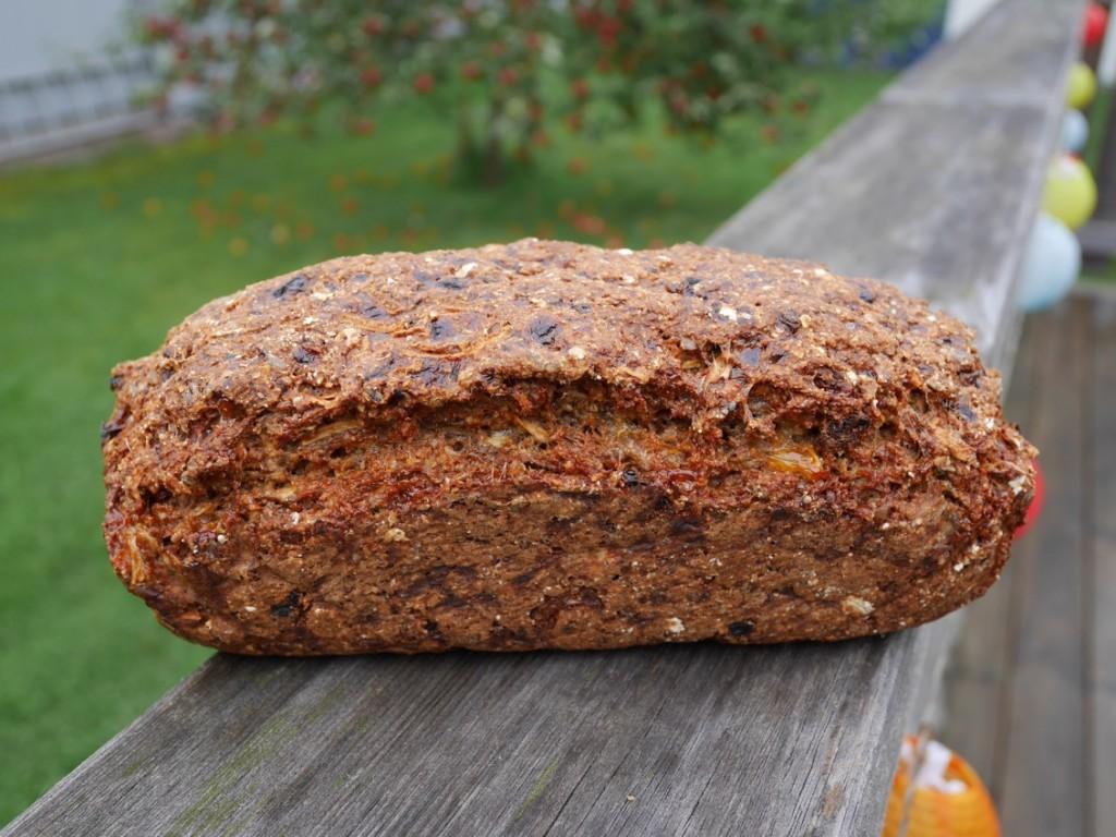 Vacker och väldoftande limpa bröd.