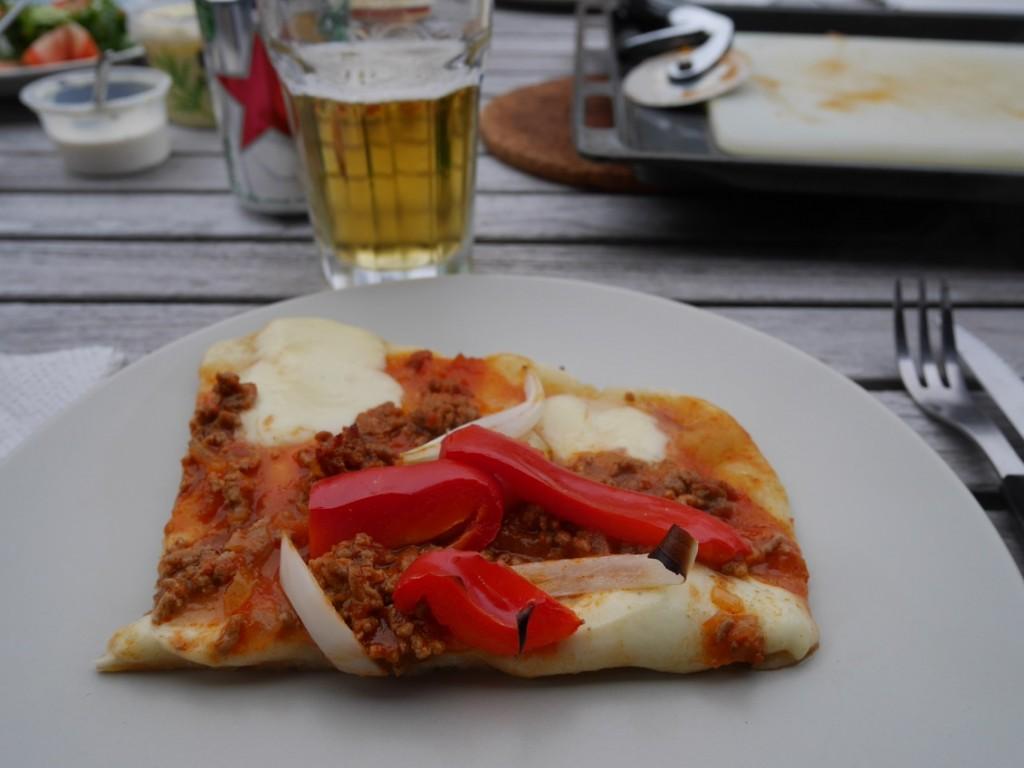 Hemgjord pizza och öl - en vinnande kombo!