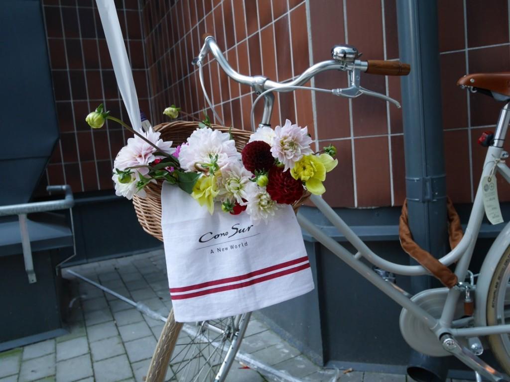 Cykeln är är en hyllning till det enda färdmedel som är tillåtet i vingårdarna, både för de som arbetar där och för besökare.
