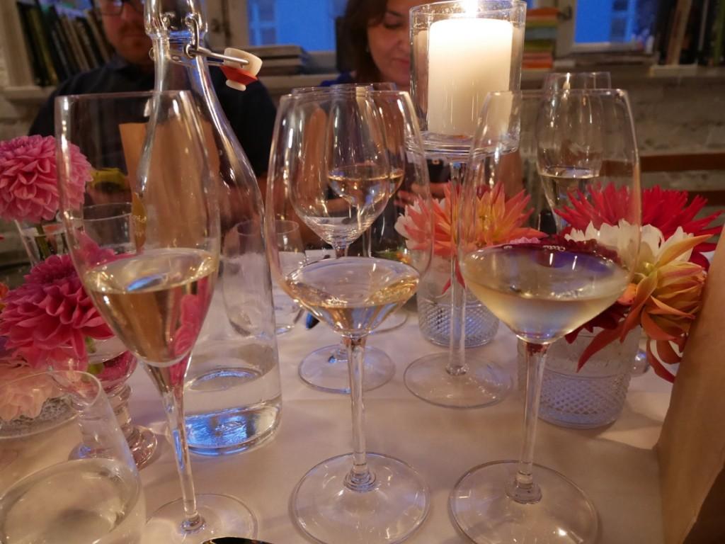 Många glas blev det, och det här är bara de vita. Två röda glas kom dessutom in under kvällen.