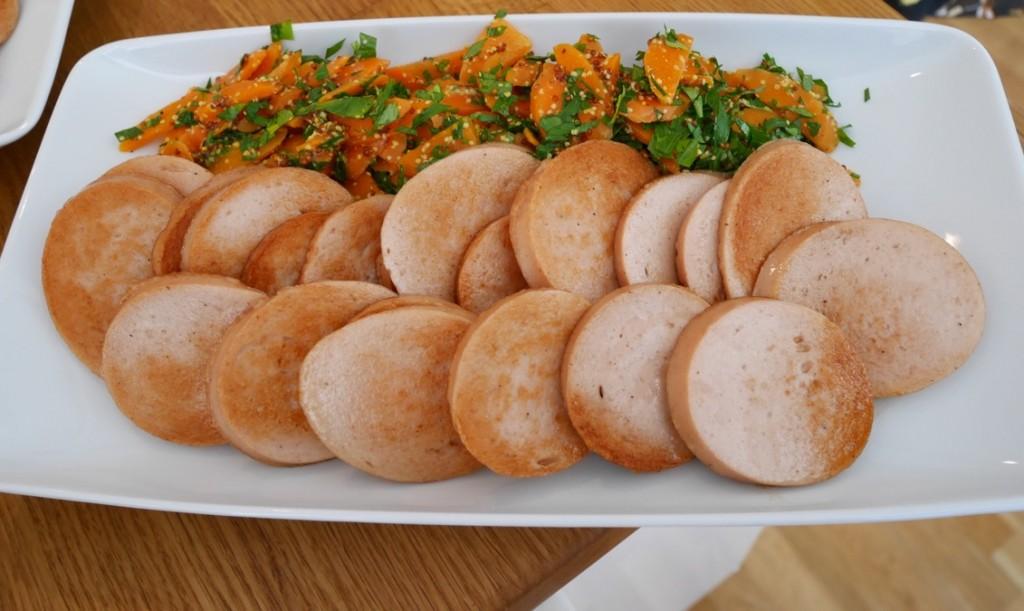 Stekt middagskorv med senapsmorötter....