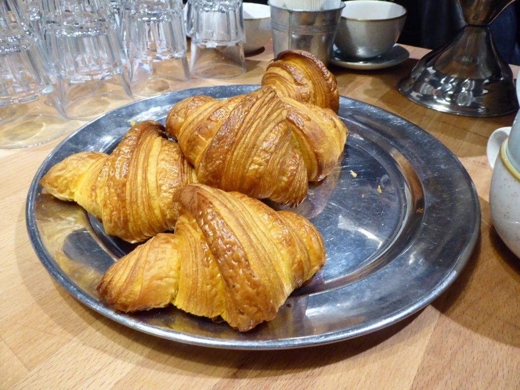 Jag tror jag dör croissant-döden, så gott!