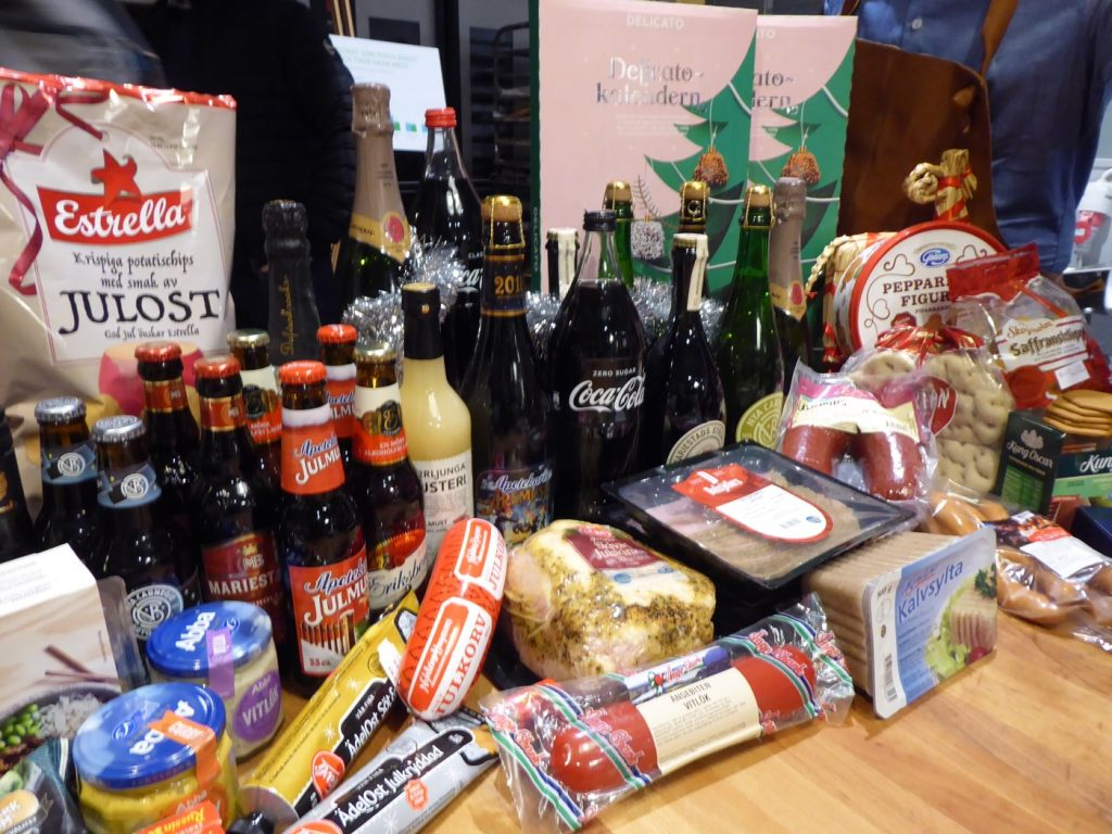 Dryck, korv, ost, kalendrar - ja allt som man vill ha till jul.