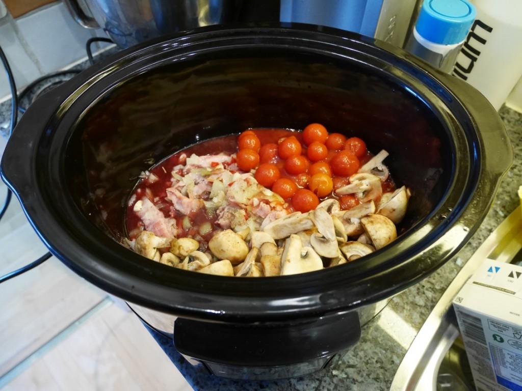 Allt nedlagt i pottan förutom kycklingen.