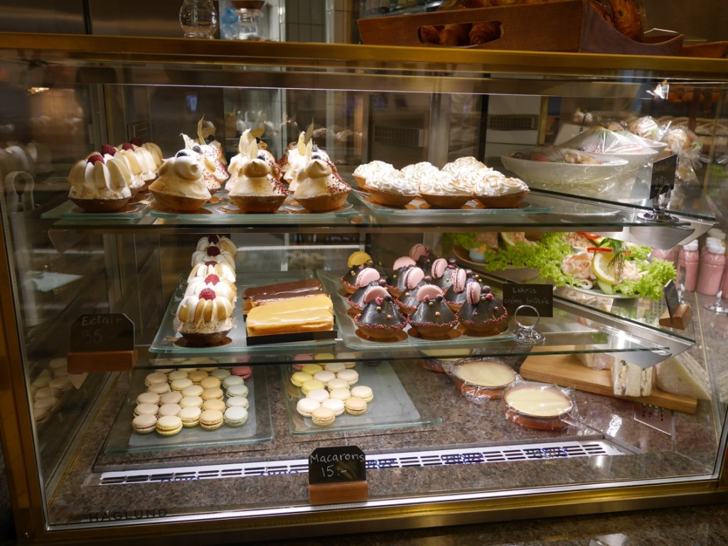 Cafédel med bakverk från Petite France.