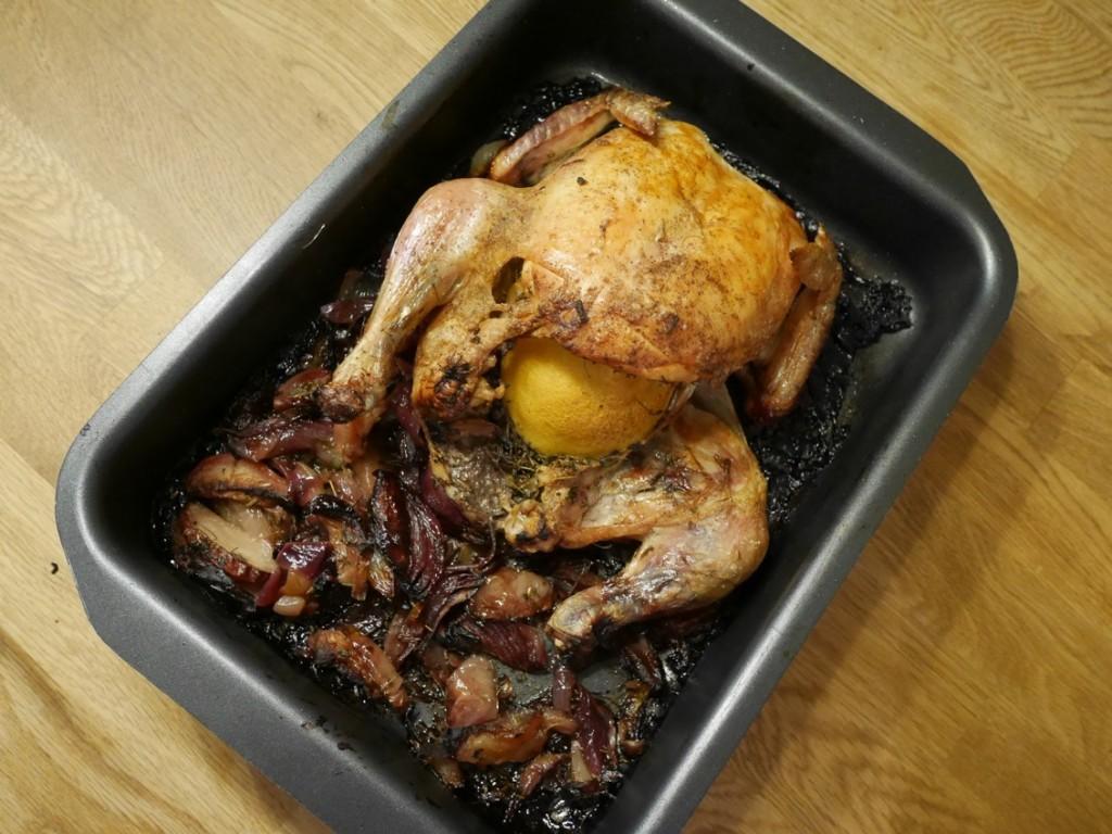 Kycklingen är färdig att huggas in på!