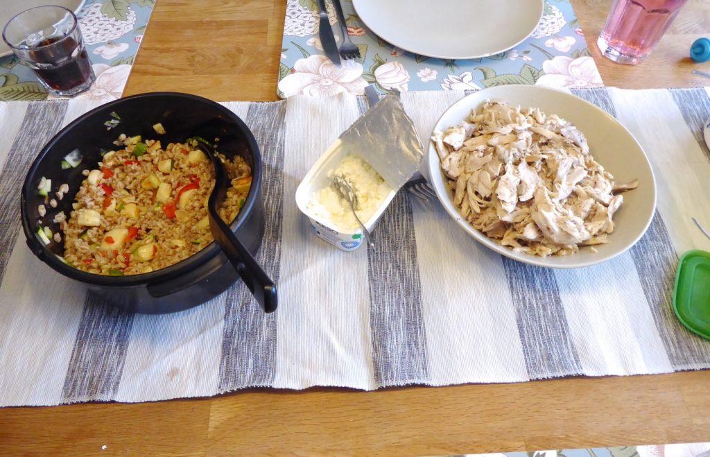 Grillad kyckling, dressad matvetesallad med halloumi och keso!