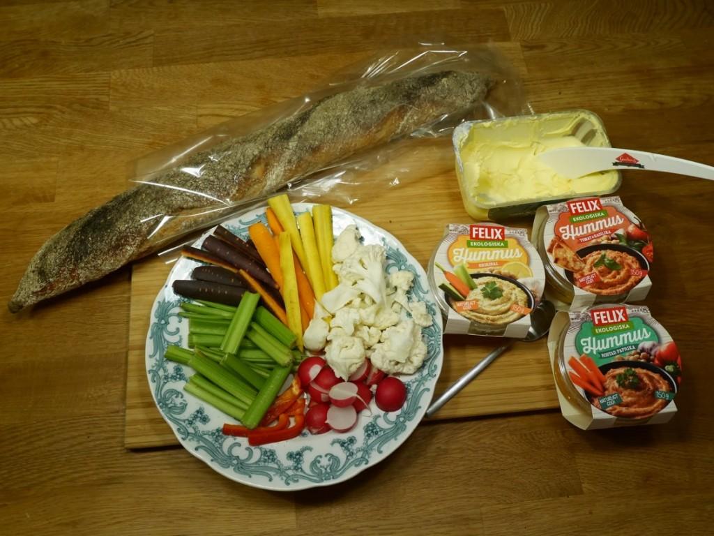 Felix ekologiska hummus med grönsaker och baguette till kvällsfika de luxe!