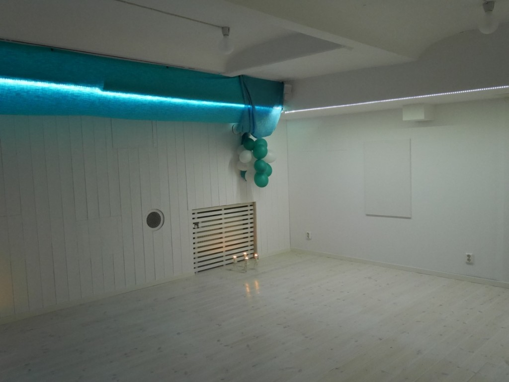 Även andra aktiviteter erbjuds på Stockholm Saltspa. Bland annat yoga som utförs i detta vackra rum.
