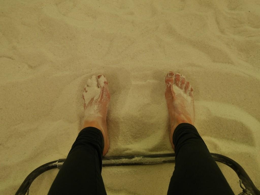 Härligt att få gräva ner fötterna i det sköna saltet.