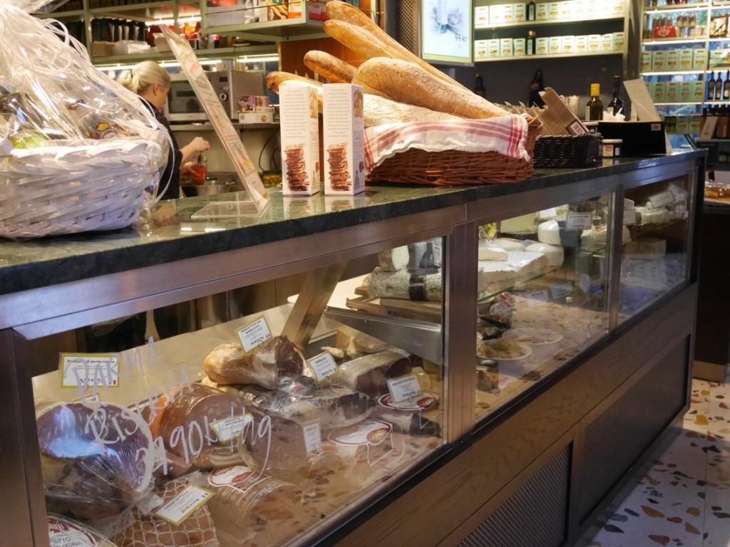 En fantastisk italiensk delibutik med café, restaurang och vinbar