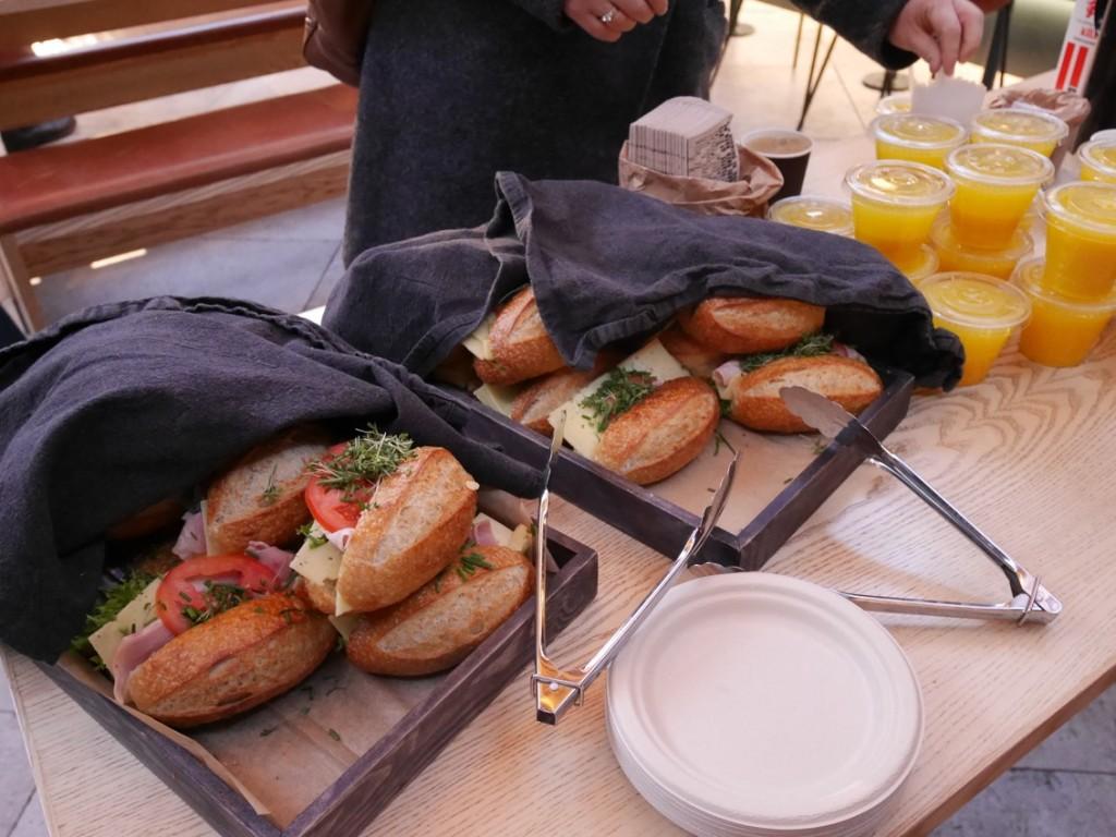 Riktigt goda färska smörgåsar med ost, julskinka och majjo.