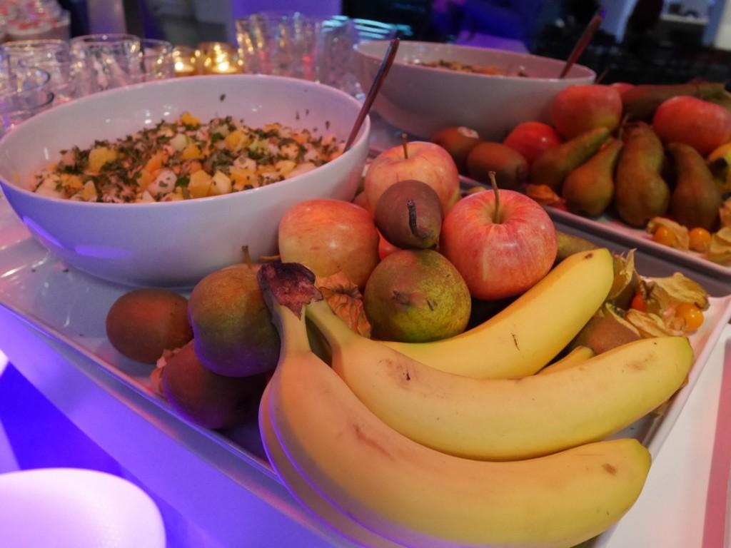 Fruktsallad och fruktfat.