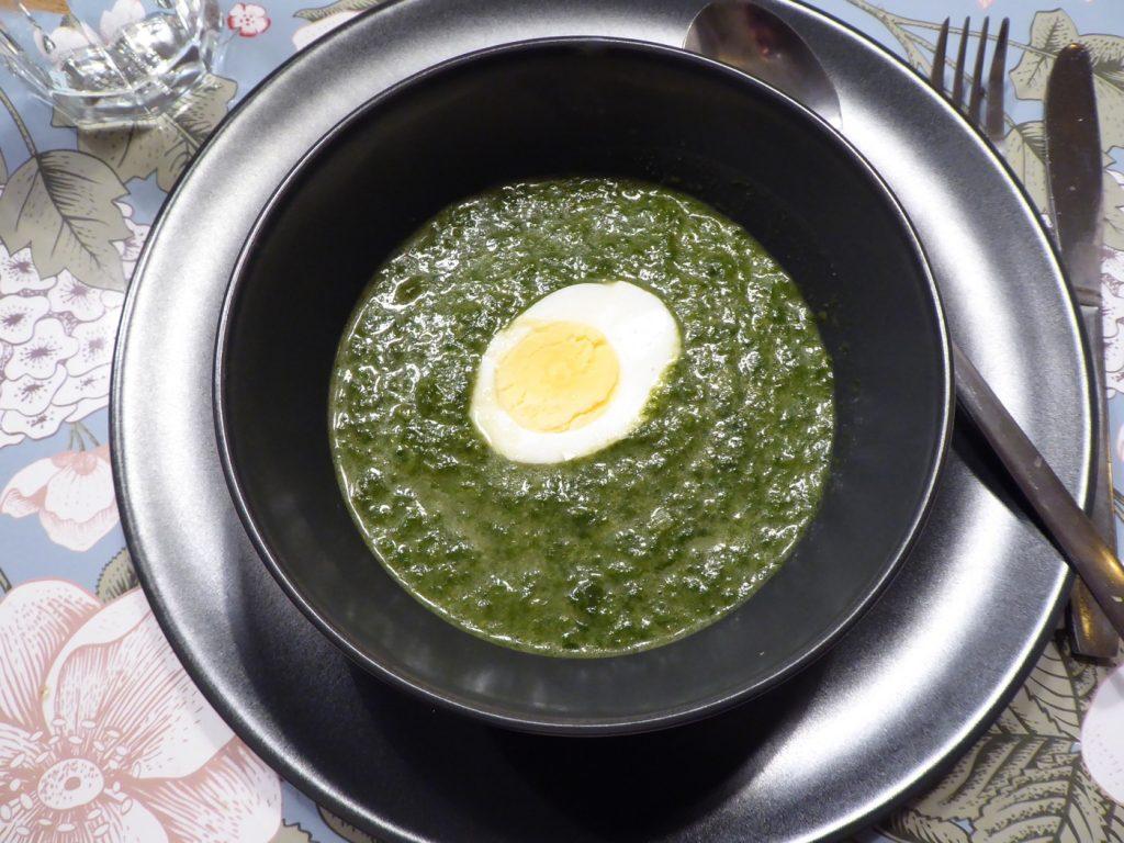 Spenatsoppa med kokt ägg
