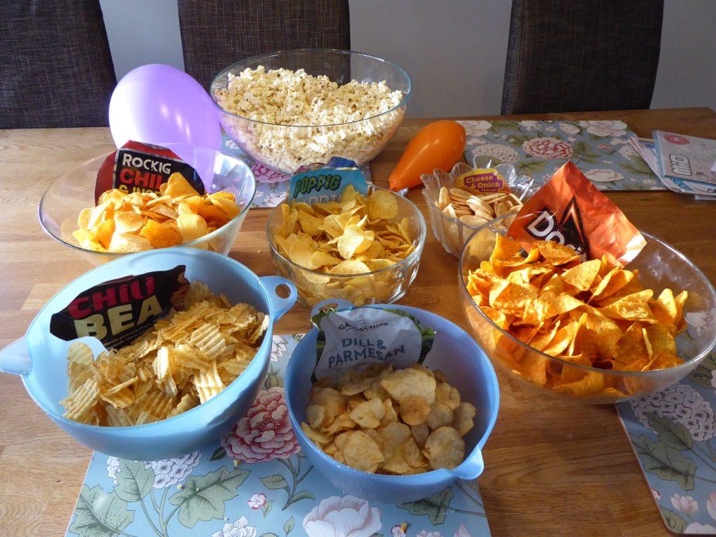 8 stora påsar chips och 5 påsar micropopcorn!