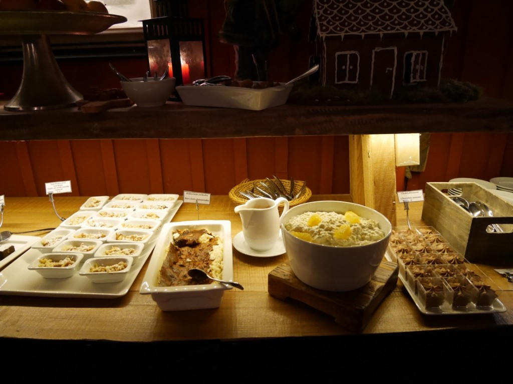 Smarriga efterrätter som pannacptta, Ris a la Malta, ostkaka, chokladmousse, pepparkakor, struvor etc.