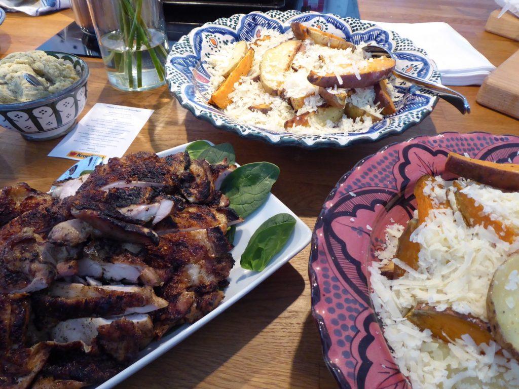 BBQ KycklingSteak Tryffel med klyftpotatis och kall tomatsalsa